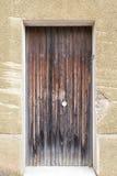 Oude uitstekende groene houten deur Stock Fotografie
