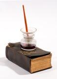 Oude uitstekende het schrijven instrumenten Stock Fotografie