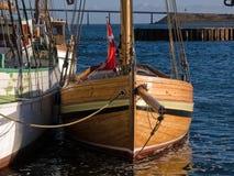 Oude uitstekende houten zeilboot Stock Afbeelding