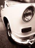 Oude uitstekende huwelijksauto Royalty-vrije Stock Afbeeldingen