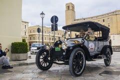 Oude uitstekende klassieke auto buik Stock Afbeelding