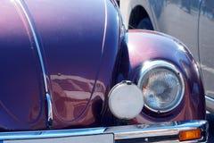 Oude uitstekende klassieke de autoclose-up van VW Beatle Fragment van Duitse auto Retro achtergrond Stock Afbeeldingen