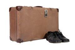 Oude uitstekende koffer met schoenen Stock Afbeeldingen