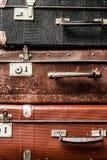 Oude uitstekende koffersachtergrond Stock Foto's