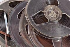 Oude uitstekende spoelen met magneetbanden Royalty-vrije Stock Afbeelding
