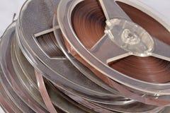 Oude uitstekende spoelen met magneetbanden Royalty-vrije Stock Foto