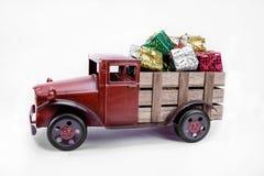 Oude uitstekende stuk speelgoed vrachtwagen royalty-vrije stock afbeelding