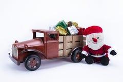 Oude uitstekende stuk speelgoed vrachtwagen stock foto