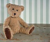 Oude uitstekende teddybeer Stock Afbeelding
