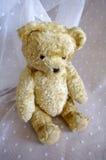 Oude uitstekende teddybeer Stock Foto