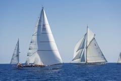Oude varende boot tijdens een regatta in Panerai Klassieke Yac Royalty-vrije Stock Afbeeldingen