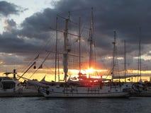 Oude varende die boot in de jachthaven van Barstad wordt vastgelegd in Montenegro royalty-vrije stock foto