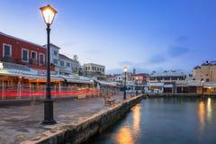 Oude Venetiaanse haven van Chania op Kreta, Griekenland stock foto's
