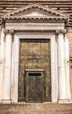 Oude Venetiaanse houten deur Royalty-vrije Stock Foto's