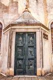 Oude Venetiaanse houten deur Stock Fotografie