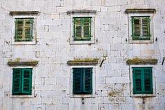 Oude vensters Royalty-vrije Stock Afbeeldingen