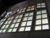 Oude vensters in buildingold Royalty-vrije Stock Afbeeldingen