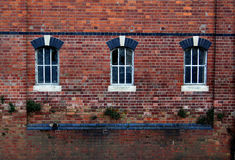 Oude vensters op bakstenen muur Royalty-vrije Stock Fotografie
