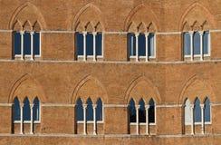 Oude vensters in Siena Stock Fotografie