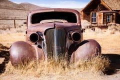Oude verlaten auto Stock Afbeeldingen