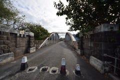 Oude verlaten brug Royalty-vrije Stock Afbeeldingen