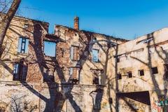 Oude verlaten fabriek, ruïnes Stock Foto
