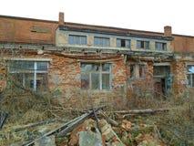 Oude verlaten fabriek van communistische tijden Royalty-vrije Stock Afbeelding