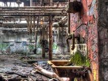 Oude Verlaten Fabrieksgootsteen Stock Foto's