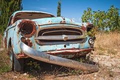 Oude verlaten geroeste auto, close-upfoto Royalty-vrije Stock Foto