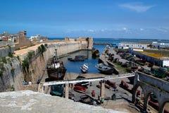 Oude verlaten haven met verlaten schepen royalty-vrije stock foto's
