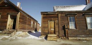 Oude, verlaten huizen in het dorp royalty-vrije stock afbeeldingen