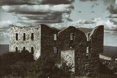 Oude verlaten kasteelruïne Royalty-vrije Stock Fotografie