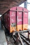 Oude verlaten kleurrijke trein Stock Fotografie