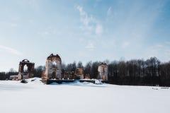 Oude verlaten manorruïnes in Litouwen De Republiek van Pavlov van de Paulavarepubliek royalty-vrije stock foto