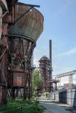 Oude, verlaten staalfabriek royalty-vrije stock fotografie