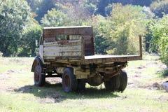 Oude Verlaten Vrachtwagen stock fotografie