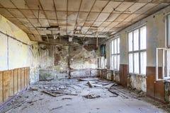 Oude veronachtzaamde en vernietigde binnenlandse ruimten een weinig lawaaierig effect voor groter drama royalty-vrije stock afbeeldingen