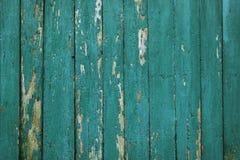 Oude versleten die raad meerdere keren met blauwe verf wordt geverft stock foto's