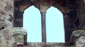 Oude vesting van de middenleeftijden, groot venster stock video