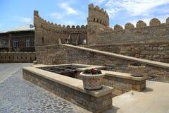 Oude vestingsmuur in de oude stad van Icheri Sheher in Baku royalty-vrije stock afbeelding