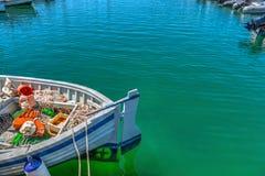 Oude vissersboot in Alghero-haven Stock Foto's