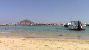 Oude vissersboot in Naxos-eiland stock footage