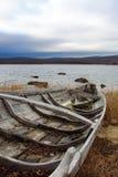 Oude vissersboten op kust Royalty-vrije Stock Foto