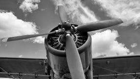 Oude vliegtuigen met schroeven in zwart-witte kleuren royalty-vrije stock foto