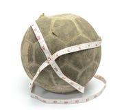 Oude voetbal met het meten van band Stock Foto
