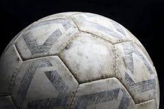 Oude voetbalbal stock afbeeldingen