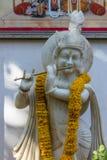oude voorgevels en standbeelden met pijlers in het land van Jaipur Rajasthan stock fotografie