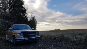 Oude Vrachtwagenzonsondergang stock afbeeldingen