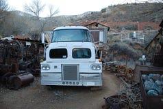 Oude vreemde vrachtwagen Royalty-vrije Stock Foto's