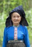 Oude vrouw Azië in nationaal kostuum, Laos Stock Foto's